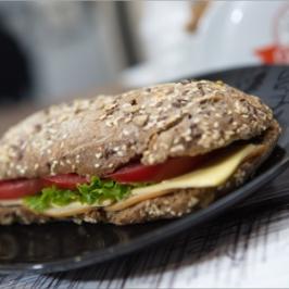 Λαχταριστά Snacks, Σφολιάτες, Sandwich, Σαλάτες και Γλυκά Mé υπογραφή ποιότητας